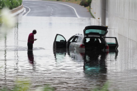 Inundaciones y coches atrapados debido a la tormenta en Ibiza