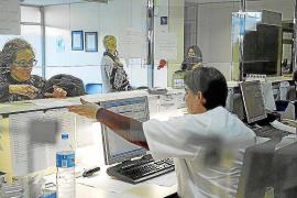 El TSJB anula la devolución de 'tarjetas sanitarias' a inmigrantes sin papeles