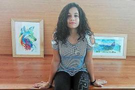 Nicole Ferrer Gomes dona dos cuadros al Ayuntamiento de Sant Joan