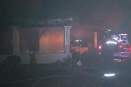Los bomberos sofocan un incendio en una vivienda de Formentera