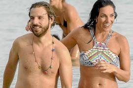 Verónica Hidalgo, en la playa con compañía