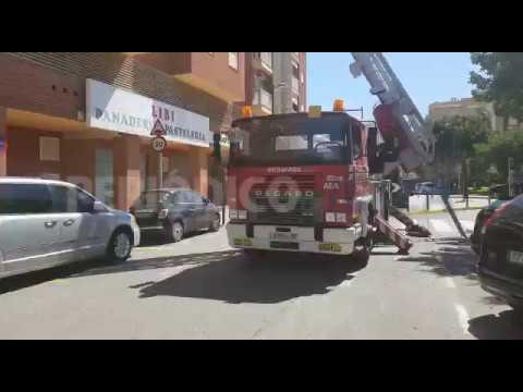 Bomberos y Policía Local de Vila rescatan a una mujer accidentada y atrapada en su casa