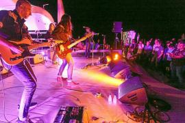 Noche de surf rock con Los Coronas en Santos Ibiza