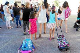 Padres y sindicatos alertan de la saturación de las aulas y reclaman nuevos centros