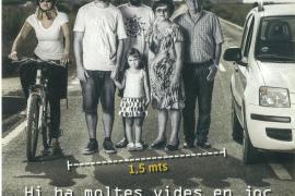 Formentera edita carteles y folletos para promover el respeto hacia los ciclistas