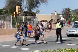 La apyma del CEIP Sant Jordi pide más policías para evitar coincidir con la clausura de una fiesta en DC10