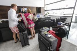 """Barceló niega que el Govern haga de """"repartidora entre los amigos"""" con los fondos del impuesto turístico"""