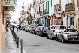 Varios comercios de la Marina en Ibiza echan el cierre (Fotos: Arguiñe Escandón).