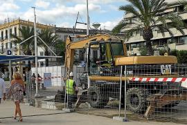 Fira de la tardor entre obras en el puerto de Vila