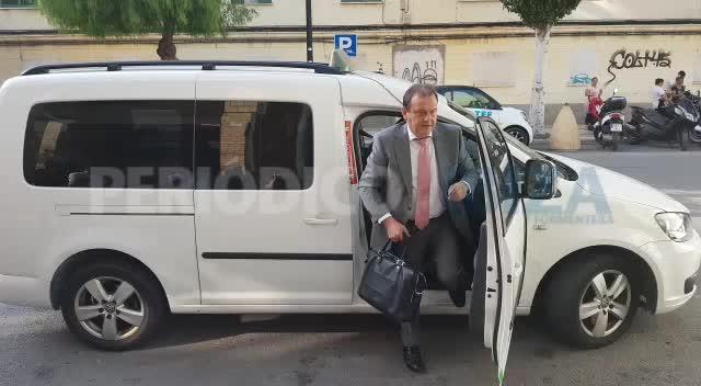 Matthias Kühn llega a los juzgados de Ibiza acompañado por su abogado, Pedro Horrach