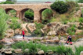 El intenso calor estaría detrás de la contaminación del río de Santa Eulària