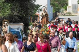 Los vecinos de Sant Mateu celebran su día grande por todo lo alto