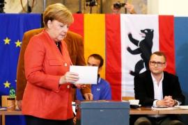Las encuestas a pie de urna dan la victoria a Merkel y ratifican la presencia de AfD en el Bundestag