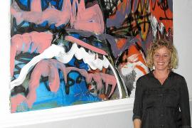 Tres pintores exponen en Can Cameta sus diferentes estilos artísticos