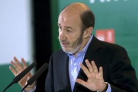 Rubalcaba asegura que ETA pretendía montar una fábrica de bombas en Portugal