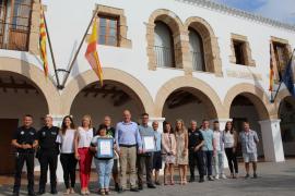 Santa Eulària logra el sello de Aenor a la excelencia en el servicio de la Policía Local y la accesibilidad de la playa de Cala Llonga