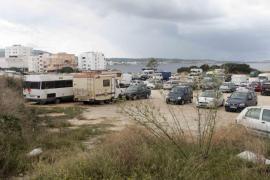 Deterioro en el aparcamiento de ses Variades, en Sant Antoni (Fotos: Daniel Espinosa).
