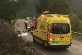Un joven muerto y un herido muy grave en un choque entre una moto y un camión en Sant Josep