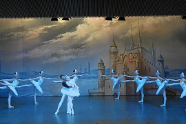 El Ballet de Moscú materializa la poesía de la danza a través de 'El lago de los cisnes'