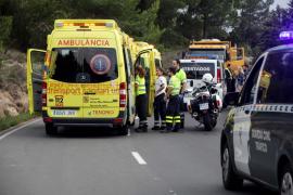 Dos jóvenes motoristas mueren al estrellarse contra un camión en Sant Josep