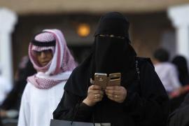 El rey de Arabia Saudí autoriza los permisos de conducir para mujeres