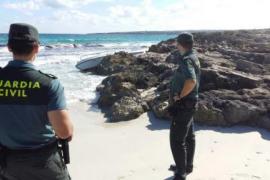 La Guardia Civil busca una patera utilizada por seis argelinos interceptados en Formentera