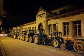La Assamblea Pagesa afirma que hay tractores en unos 30 municipios para evitar que cierren los colegios electorales