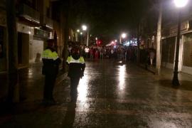 Los Mossos se van del colegio electoral Juan Manuel Zafra, al que no les dejan pasar