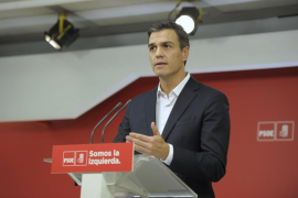 Sánchez le exige a Rajoy que negocie ya con Puigdemont