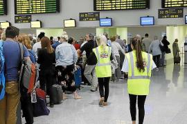 El grupo Monarch cancela 400 vuelos y deja deudas por diez millones en Balears