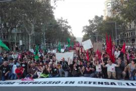 Miles de personas se manifiestan en Barcelona «contra la represión» del Estado