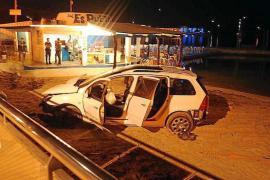 En estado grave el joven que acabó en la playa con un coche robado