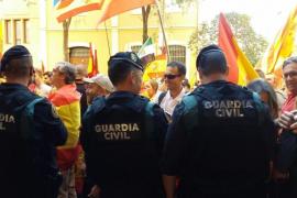 Aplausos a la Policía Nacional y Guardia Civil en la manifestación de Barcelona