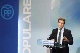 Casado advierte a Puigdemont que si sigue con la vía unilateral puede acabar como Companys