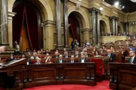 Carles Puigdemont proclama la independencia y acto seguido la suspende para negociar