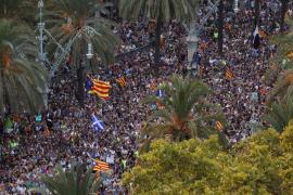 Cerca de 30.000 personas se concentran cerca del Parlament