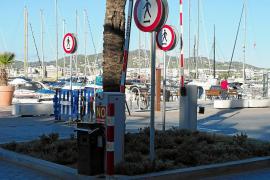 Vecinos y comerciantes del puerto exigen a la APB que deje pasar vehículos a la fachada marítima en invierno