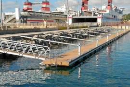 Autoritat Portuària instala un pantalán auxiliar en es Botafoc para embarcaciones de servicio