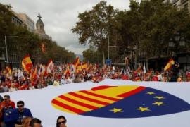 Miles de personas se manifiestan en Barcelona para conmemorar el 12-O