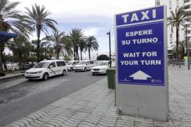 Sant Antoni exigirá a los taxistas un mayor nivel de inglés y vestir uniforme