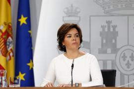 El Gobierno avisa del riesgo de recesión en Cataluña y ofrece a Puigdemont diálogo en el Congreso