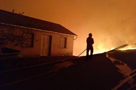 Permanecen activos 105 incendios en Galicia, 15 de ellos con nivel 2 de alerta
