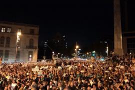 Unas 200.000 personas piden en Barcelona la libertad de Sánchez y Cuixart