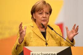 """Merkel apoya al Gobierno ante el desafío independentista y pide """"soluciones dentro de la Constitución"""""""