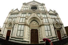Muere un turista español por el desplome de una piedra en una basílica en Florencia
