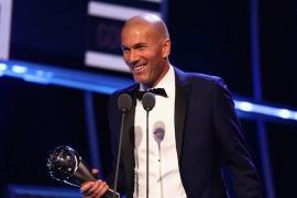 El francés Zinédine Zidane se alza con el premio 'The Best' al mejor entrenador