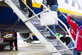 Ryanair retrasa a enero el cambio en la política de equipaje de mano