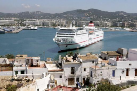 El grupo canario Armas compra la naviera Tras por 260 millones