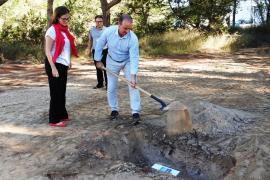 Primera piedra para el futuro Tanatorio de Formentera que se ejecutará en ocho meses