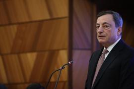 Draghi aporta calma a los mercados a la vez que levanta el pie del acelerador